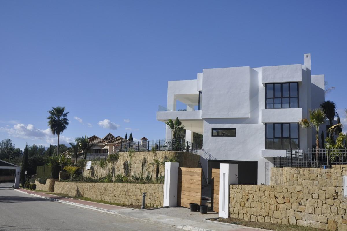 villa moderne sur 3 tages ibs distribution. Black Bedroom Furniture Sets. Home Design Ideas